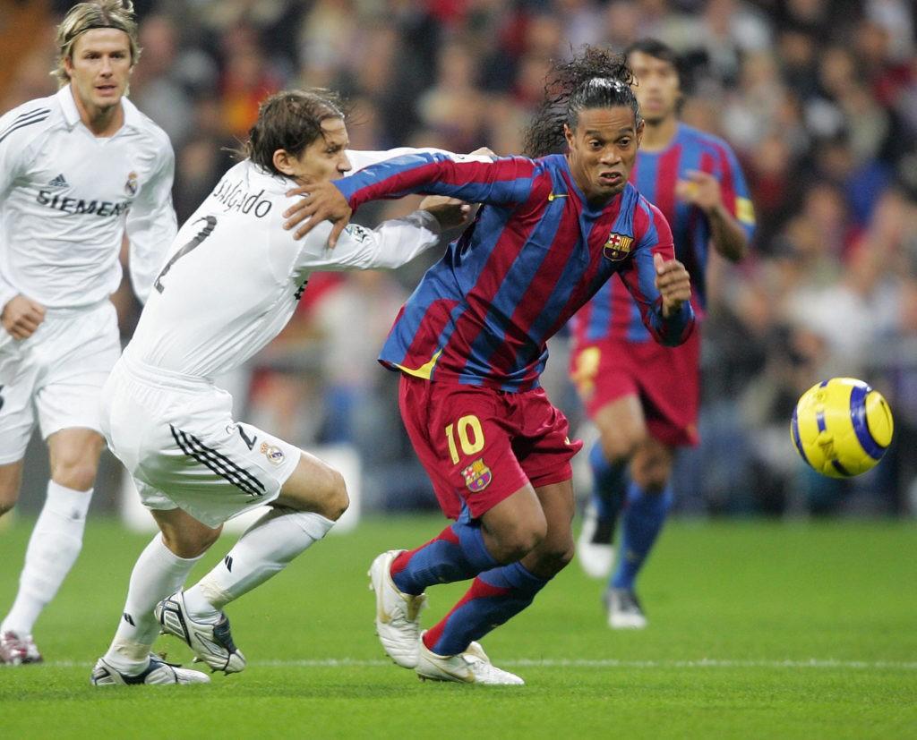 Ronaldinho từng thi đấu cho rất nhiều CLB, trong đó phải kể đến Gremio, Paris Saint...